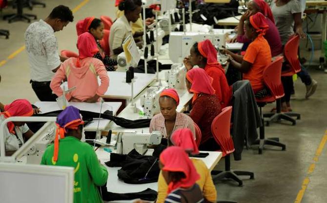 Industrie textile : des petites mains toujours moins chères