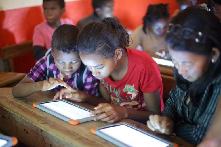 Les nouvelles technologies améliorent-elles l'éducation de base ?