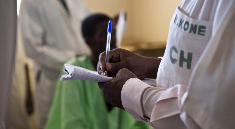 Pour lutter contre le VIH/sida, il faut renforcer d'urgence les systèmes de santé en Afrique de l'Ouest. © Harandane Dicko / AFD