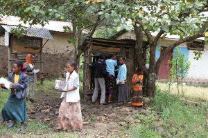 Même lorsqu'elles existent, les infrastructures sanitaires sont le plus souvent inadaptées aux besoins des filles et des femmes. photo : toilettes dans une école primaire, en Ethiopie / UNICEF Ethiopia Flickr CC