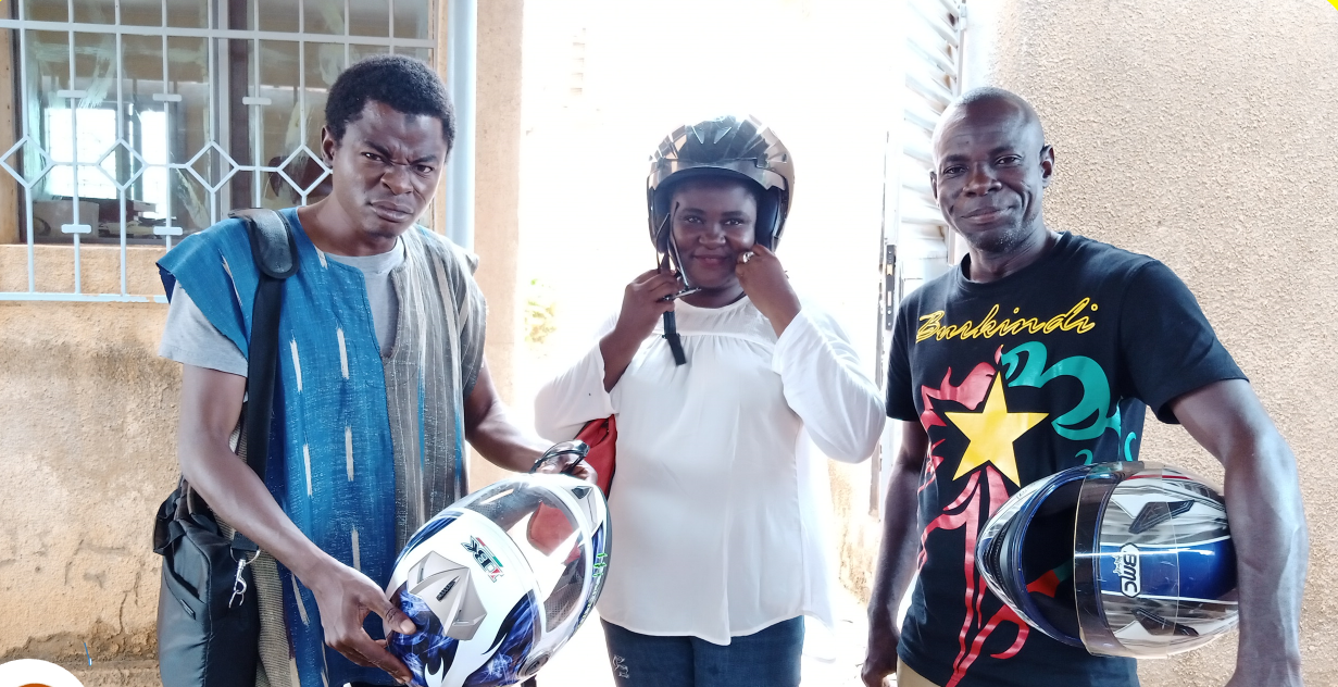 """The team of """"Journalist Facebook"""", a mini theater troupe. The """"Jeunes Wakat"""" program enables young people to express their concerns in an active and constructive way, while participating in development and social peace in Burkina Faso."""