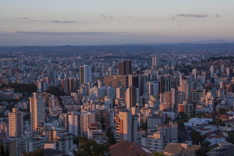 Between 2000 and 2050, the number of urban dwellers living in risk areas will more than double. Here, the Brazilian city of Belo Horizonte (state of Minas Gerais, center), regularly subject to flooding. Photo Pedro Veneroso Flickr Cc