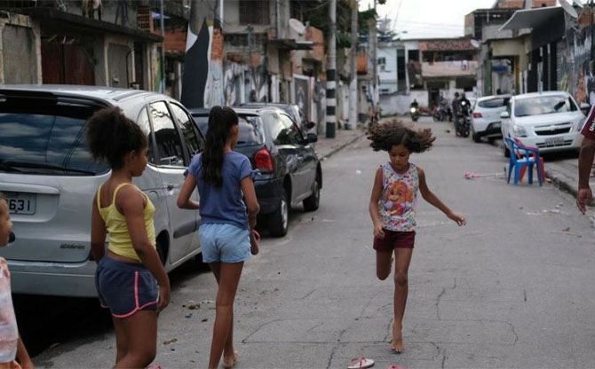 Brésil : les laissés pour compte des favelas