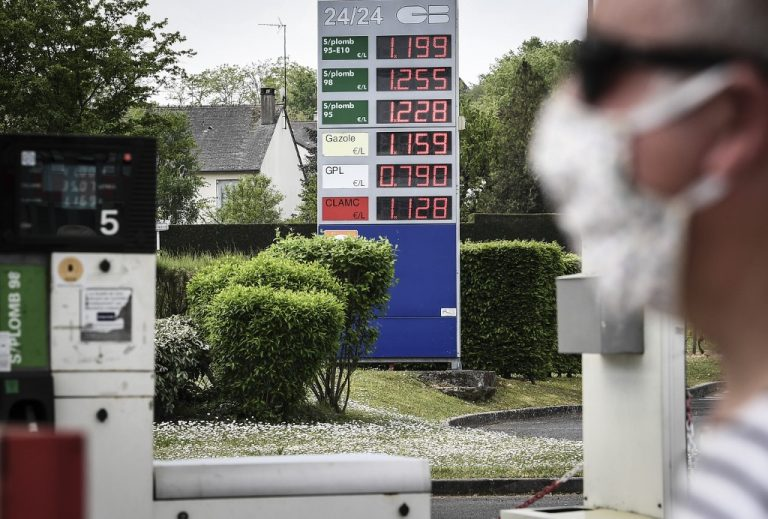 With the health crisis, the price of fuel dropped. Here at a service station in Ambroise (France), April 24, 2020. (Photo by Alain JOCARD / AFP)