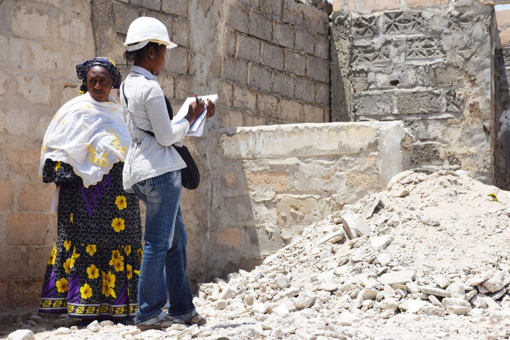 Etat des lieux par l'ONG UrbaSen dans la banlieue de Dakar. Photo © Béa Varnai (2018)