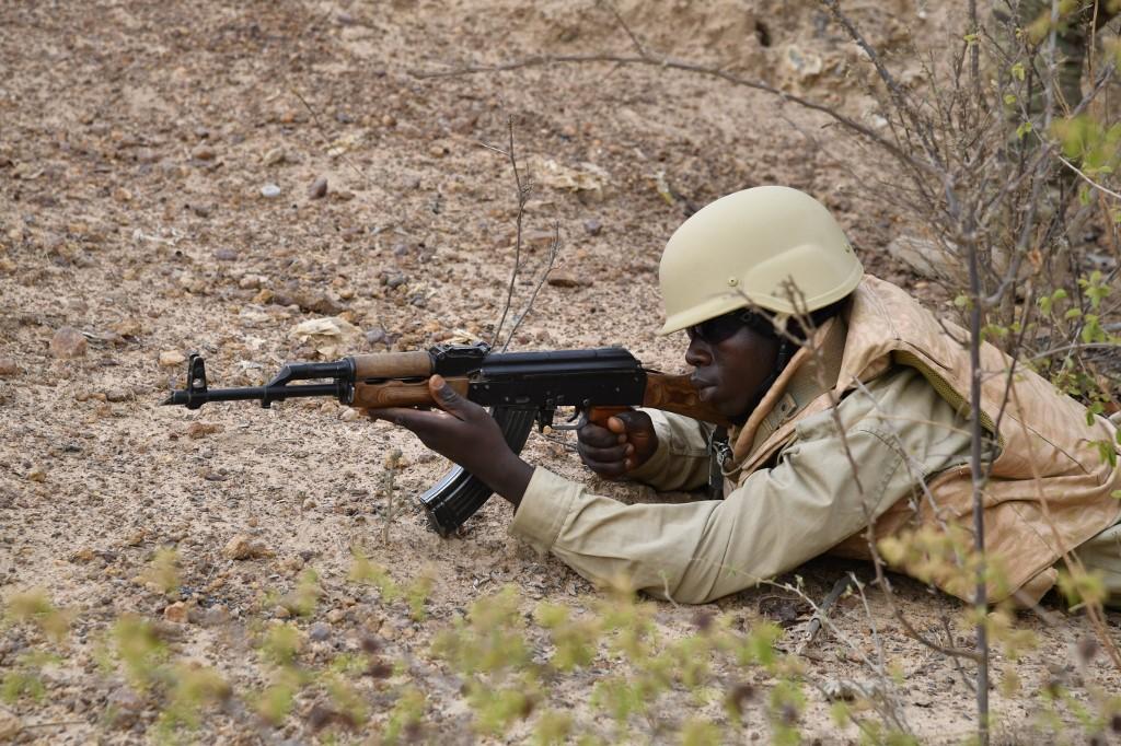Un soldat des forces armées du Burkina Faso lors d'un exercice d'entraînement, près de Ouagadougou, en avril 2018. (Photo : ISSOUF SANOGO / AFP)