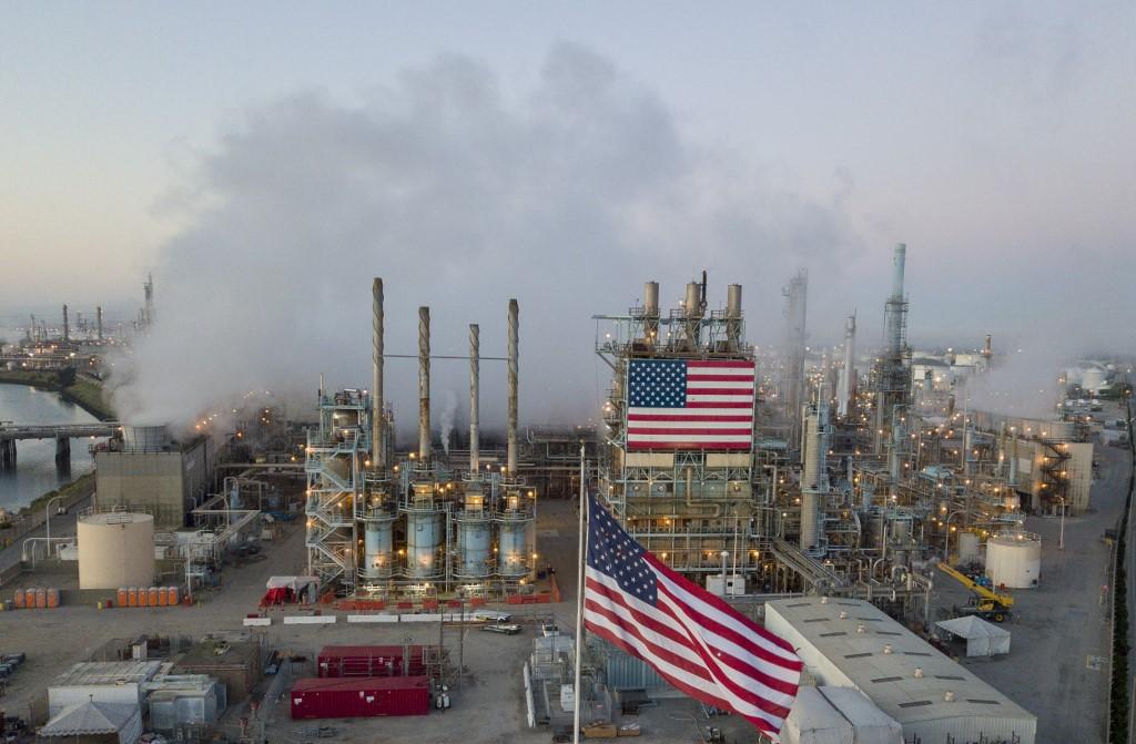 La raffinerie de pétrole de Carson, en Californie, le 25 avril 2020. (Photo par Robyn Beck / AFP)