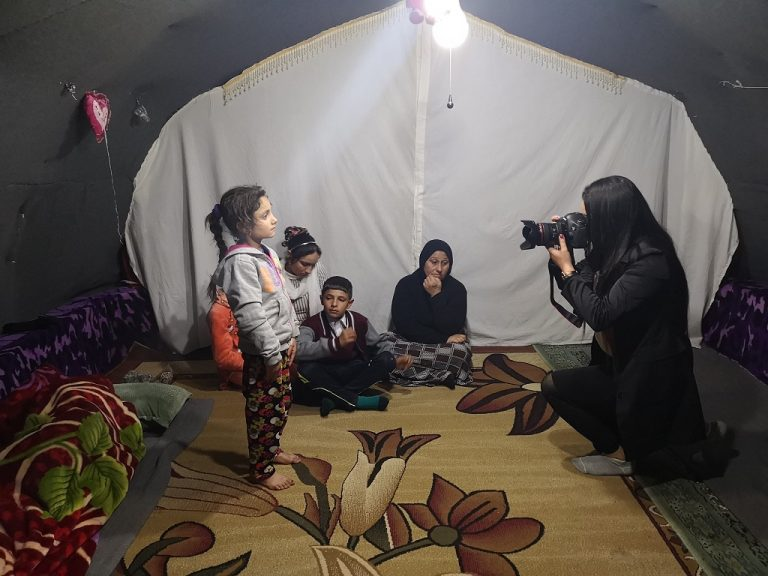 In Sulaimaniyah, in the Iraqi Kurdistan region, a Yazidi girl whose father was killed by ISIS poses in front of the lens of Barfi Bishar, a Yazidi photojournalist trained by the Humanitarian Aid and Journalism organization. (Photo Shayda Hessami/ DR)