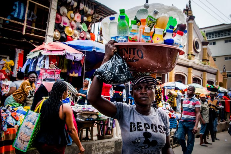 Street scene in Lagos, Nigeria: a peddler selling drinks. (Photo: UNSGS/ ROBIN UTRECHT)